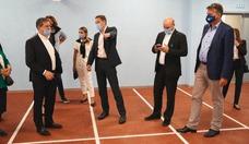 Фото № 4: Генеральный директор OOO Liebherr-Russland Николай фон Зеела поблагодарил губернатора Кузбасса за плодотворное сотрудничество и выступил за его дальнейшее углубление. «Наша делегация была приятно удивлена, увидев новый, динамично развивающийся Кузбасс. Я счастлив, что и мы имеем возможность внести в это свой вклад», – отметил Николай фон Зеела.