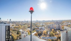 """Der Bezirk Fili, in dem Fili Grad liegt, ist Teil von """"Bolschoi City"""", einem Schwerpunkt des neuen Stadtentwicklungskonzept der Moskauer Stadtregierung. In atemberaubender Geschwindigkeit wandelt sich auf der anderen Flussseite von Moscow City das heruntergekommene Gewerbegebiet aus Sowjetzeiten in ein schmuckes Wohngebiet mit zahlreichen Büros und einer eleganten Uferpromenade. / Hans-Jürgen Burkhard, für AHK Russland"""