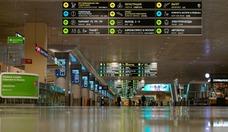 В 2 часа 22 минуты, поздно ночью, рейс LH 1452 авиакомпании Lufthansa производит посадку в московском аэропорту Домодедово. Перетягивание канатов, продолжавшееся много недель, завершилось благополучно: только в день вылета российские ведомства утвердили список пассажиров спецрейса. В зале прилета пустынно.
