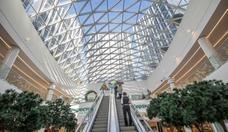 """Fili Grad bietet ein großes """"Perekrestok""""- Einkaufszentrum, vier Restaurants und Cafes, einen Sportclub, eine Apotheke, einen Friseur und zwei Dutzend kleinere Geschäfte. / Hans-Jürgen Burkhard, für AHK Russland"""
